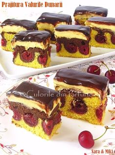 cake decorating ideas for beginners simple cake decorating ideas for birthdays cake decoration ideas with chocolatecake decoration at home easy cake decorating ideas for kids Dessert Drinks, Dessert Bars, Sweets Recipes, Cake Recipes, Wave Cake, Romanian Desserts, Pam Pam, Cherry Recipes, Easy Cake Decorating