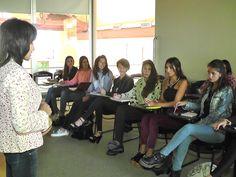 Las candidatas a reina de la ciudad se capacitaron en turismo http://www.ambitosur.com.ar/las-candidatas-a-reina-de-la-ciudad-se-capacitaron-en-turismo/ Este martes en horas de la mañana, las 14 candidatas a ser la nueva soberana de Comodoro Rivadavia, recibieron una capacitación a cargo de la Dirección de Turismo Municipal, con el objetivo de instruirlas sobre espacios turísticos e históricos de nuestra localidad.    Continuando con el cronograma de actividades en torno