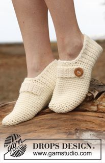 """Crochet DROPS slippers with strap and button in """"Nepal"""". ~ DROPS Design D. - Crochet DROPS slippers with strap and button in """"Nepal"""". ~ DROPS Design Do you have any noti - Crochet Boots, Crochet Clothes, Crochet Baby, Free Crochet, Free Knitting, Shoe Pattern, Knitted Slippers, Slipper Boots, Crochet Woman"""