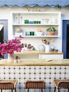 Jessica Alba has successfully navigated Hollywood, the business world, and the domestic front. Case in point: the stunning Los Angeles home she shares with husband and daughters.