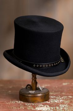Our Steampunk Trickster top hat serves as a canvas of amusing gadgets. Free  shipping returns c8ab61a700ef