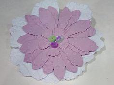 Broches o prendidos de papel troquelado.  Se realizan en todos los colores por encargo. Die Cutting, Paper Envelopes, Events, Colors