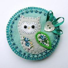 This is a hand stitched fabric owl brooch in lovely colours for Spring/Summer. It features a little felt owl with appliqued wing and belly in pretty Liberty print fabric. It is mounted onto a light aqua felt base which is edged with coordinating seed . Felt Embroidery, Felt Applique, Embroidery Patterns, Felt Owls, Felt Birds, Owl Fabric, Fabric Crafts, Owl Sewing, Owl Crafts