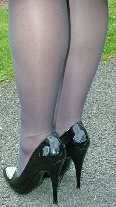 Just stunning shoes: Photo Hot Heels, Sexy Legs And Heels, Black High Heels, High Heel Boots, High Heel Pumps, Stiletto Heels, Ankle Boots, Pantyhose Heels, Stockings Heels