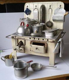 Tin Stove from around to with all kind of Extras. -- Metall-Blech-Herd ca mit viel Zubehör-Küche-Puppenstube-Puppenhaus- Mini Kitchen, Miniature Kitchen, Toy Kitchen, Miniature Dolls, Vintage Kitchen, Kitchen Gifts, Miniature Furniture, Doll Furniture, Dollhouse Furniture