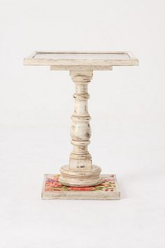 love this little table