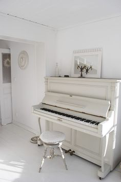 I miss my piano :( it doesn't fit in our appartement.