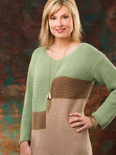 This easygoing sweater made in garter stitch will keep you warm on a weekend…