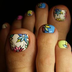 Nail art Christmas - the festive spirit on the nails. Over 70 creative ideas and tutorials - My Nails Flower Nail Designs, Pedicure Designs, Pedicure Nail Art, Pretty Nail Designs, Toe Nail Designs, Toe Nail Art, Nail Manicure, Pedicure Ideas, Pretty Toe Nails