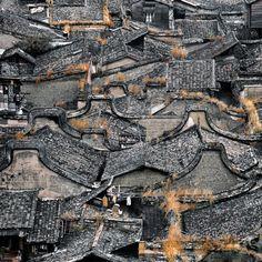 福建民居 Ancient Chinese Architecture, Amazing Architecture, Chinese Icon, Chinese Theme, Types Of Roofing Materials, Chinese Design, Old Building, China Travel, Art Reference Poses