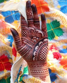 Simple Mehendi designs to kick start the ceremonial fun. If complex & elaborate henna patterns are a bit too much for you, then check out these simple Mehendi designs. Easy Mehndi Designs, Henna Hand Designs, Rajasthani Mehndi Designs, Dulhan Mehndi Designs, Latest Mehndi Designs, Mehndi Designs Finger, Palm Mehndi Design, Mehndi Designs For Beginners, Wedding Mehndi Designs