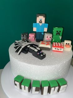 Minecraft Cake Toppers, Minecraft Birthday Cake, Minion Birthday, Birthday Ideas, Cake Storage, Making Fondant, Fondant Icing, Birthday Cake Decorating, Edible Cake Toppers