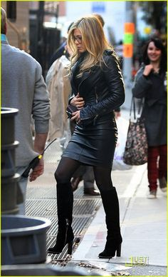"Jennifer Aniston in leather jacket, tight leather skirt and leather boots in ""Wanderlust"" in New York City, 18 Nov 2010 Jennifer Aniston Style, Jennifer Aniston Pictures, Jenifer Aniston, Cool Street Fashion, Street Chic, Look Fashion, Korean Fashion, Autumn Fashion, Fashion Week Paris"