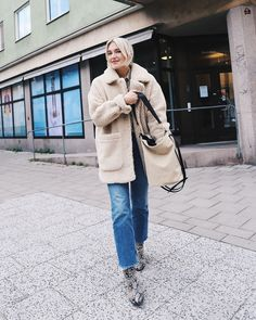 Le Fashion: Get This Swedish Influencer's Cool Sherpa Jacket Outfit — Swedish blogger Josefin Dahlberg is casual-cool in a cozy sherpa jacket outfit that I'd love to recreate this winter. Dahlberg paired her textured jacket with a two-toned bag, raw-hem jeans, and snake-print ankle boots, making for a great cold-weather weekend look. Shop my top sherpa and shearling jacket options for getting the look below.