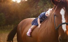 Little girls & horse love. ❤️
