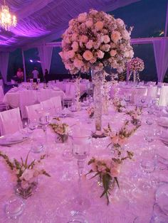 Centro de Mesa en Yarda de Cristal con Rosas y Orquideas