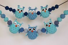 A free crochet pattern of Owls.Do you also want to crochet these owls? Read more about the pattern Crochet Pattern Owls and balls for Baby Carriage Crochet Baby Mobiles, Crochet Mobile, Crochet Baby Toys, Crochet For Kids, Baby Knitting, Free Crochet, Owl Crochet Patterns, Crochet Owls, Owl Patterns