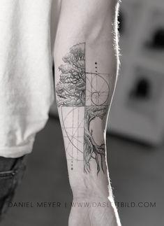 Like Fibonacci spiral intertwined tree. Math / nature for Jonathan. E book Los Angeles Article Physi Fibonacci Tattoo, Tatouage Fibonacci, Fractal Tattoo, Tattoo Abstract, Forearm Tattoos, Body Art Tattoos, Small Tattoos, Sleeve Tattoos, Tattoos For Guys