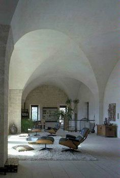 Gorgeous Arched Oval Ceilings | Moroccan Style | Vintage Mid-Centry Modern | Home Decor Inspiration | High Stone Rounded Ceilings | Clean, Light, Bright and Beautiful | #fabdecor