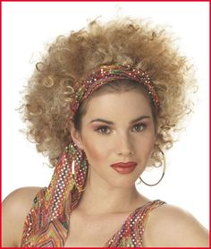 There are some great disco hairstyles still floating around. These great disco hairstyles can bring that authentic feel to any vintage outfit. Make a huge splash the next time you go to a party with a hot and funky fresh disco hairstyle. Disco Costume Diy, 70s Costume, Costume Wigs, Halloween Costumes, Halloween 2015, Halloween Themes, 70s Disco Makeup, Disco 70s, 1970s Makeup
