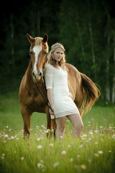 Rae of Light Photography | Senior Pictures | Cameron, WI | Let your country side shine through with this senior picture idea.  We love including your horse or other animals in the photographs.