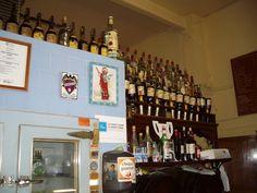 La barra de la Pascuala con su nevera de hielo, sus coñacs y San Pancracio para que dejen bote los clientes