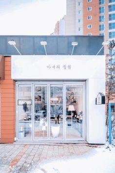Cafe Shop Design, Coffee Shop Interior Design, Restaurant Interior Design, Shop Front Design, Store Design, Karim Rashid, Design Furniture, Plywood Furniture, San Myshuno