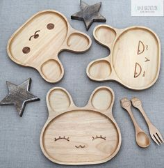Eco-friendly Wooden Baby/Child's Dish. Choose from 2 cute designs, Happy Rabbit and Laughing Rabbit.Make mealtimes fun!...........................................................Size Approx. Width: 20cm Length:...