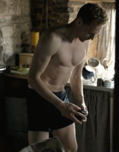 Tom Hiddleston shirtless in The Night Manager (Episode 2).