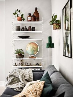Retro Home Decor for a fun and dazzling area - pin ref 9740423145 - A pretty good retro collection on notes. retro home decor ideas clever example produced on this day 20190101 Retro Home Decor, Home Decor Accessories, Chandelier In Living Room, Shelf Decor Living Room, Vintage Home Decor, Living Space Decor, Living Room Shelves, Home Decor, Living Decor