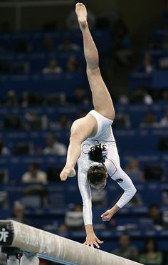 Gymnast for 14 years, & one arm gymnast for 9 years. Never give up. <3
