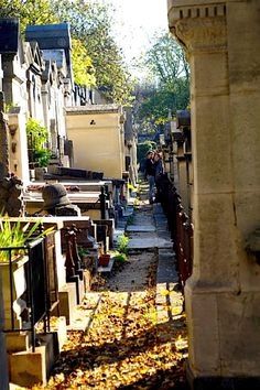 Even in the cemetary, you can't not be moved. Especially when you got the writers of La vie en rose and Light my Fire below- Père Lachaise, Paris