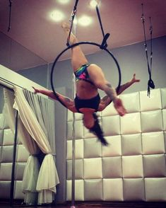 I'm relatively new to Lyra having never taken a class or anything I just kinda hopped on and started playing... Luckily I get to focus on it a bit in circus school in a few months #lyrahoop #lyra #circus #cirque #housemusic #edm #isisdiamond #ladieswithlocks #spinning #IAMDIAMONDSTRONG #strongissexy #strongisbeautiful #makingshapes #flexibility #gymnast #dancer #circusarts #aerialnation #888polestars