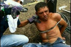 Aporrea: Turba de opositores golpea a hombre y lo amarra con guayas por tratar de pasar una barricada http://zuliaprensa.blogspot.com/2014/03/aporrea-turba-de-opositores-golpea.html