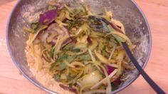 Envie de beignets indiens ? La recettes de pakora aux oignons sur KHANA GARAM http://khanagaram.blogspot.fr/2014/06/pakora-or-bhaji-beignets-doignons-base.html