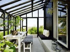 Love this conservatory/ greenhouse!!! Bebe'!!!