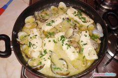 Receta de Lomos de merluza en salsa con almejas y gambas