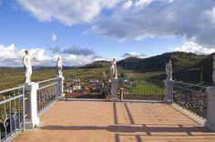Te koop in Piemonte : Dorpswoning gelegen vlakbij het kasteel van Cravanzana Droom je van je eigen stek midden in een typisch Italiaans dorp met een echt kasteel (en het beste paddestoelenrestaurant uit de streek!), dan kan dit jouw toekomstige huis worden. Vraagprijs: 99000 euro .................... Lees verder op : http://www.huizenjacht-italie.com