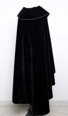 Cape noire gothique victorienne en velours Cloaks, Capes, Winter Fashion, My Style, Hair Styles, Skirts, How To Wear, Black, Dresses