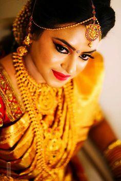 Gold Jewelry For Bridesmaids Indian Wedding Jewelry, Indian Bridal, Bridal Jewelry, Gold Jewellery, Asian Bride, South Indian Bride, Malayali Bride, Golden Saree, Bollywood