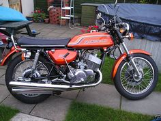 kawasaki 500 triple http://motorbike-search-engine.co.uk/classic_bikes/kawasaki-h1b-500.jpg