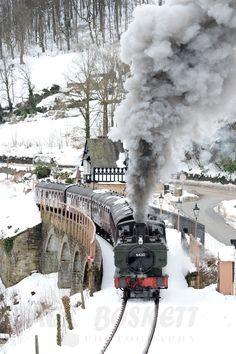 Railway Photography, steam locomotive departs Berwyn on the Llangollen Railway in the snow
