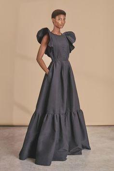 Rochas Resort 2019 Fashion Show – Model Look Fashion, Fashion Models, Fashion Show, Womens Fashion, Fashion Design, Trendy Fashion, Dress Skirt, Dress Up, African Dress
