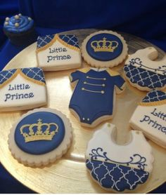 Stunning cookies at a Royal Prince baby shower! See more party ideas at… Fiesta Baby Shower, Boy Baby Shower Themes, Baby Boy Shower, Baby Shower Decorations, Balloon Decorations, Baby Cookies, Baby Shower Cookies, Cookies Et Biscuits, Tea Cookies