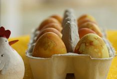 Dyeing Easter Eggs with Onion Skins, Estonian style- cool!