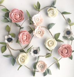 Rose Garland, Table Runners, Floral Wreath, Craft Ideas, Wreaths, Pillows, Drawings, Projects, Baby