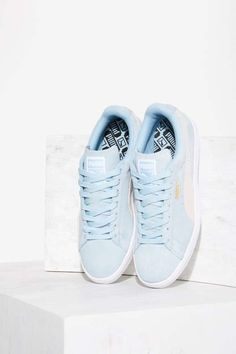 PUMA Suede Classic Sneaker & all light blue denim outfit rocks these shoes