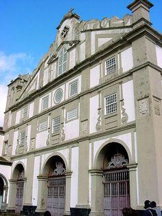 Igreja Nossa Senhora da Guia e Convento São Francisco, atual Museu de Angra do Heroísmo, em cidade de Angra do Heroísmo, na Ilha Terceira, nos Açores, Portugal.  – Wikipédia, a enciclopédia livre.