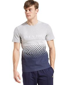 Pay tribute to a sporting legacy that's spanned decades with this men's Lennox T-Shirt from Lyle & Scott. In a grey marl colourway, printed on premium cotton for supreme comfort, a stylish polka dot gradient design is sure to get heads turning, while Lyle & Scott branding to the chest seals the deal in style…