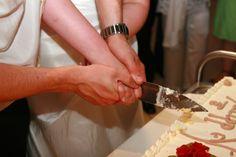 der Tortenanschnitt auf Hochzeit